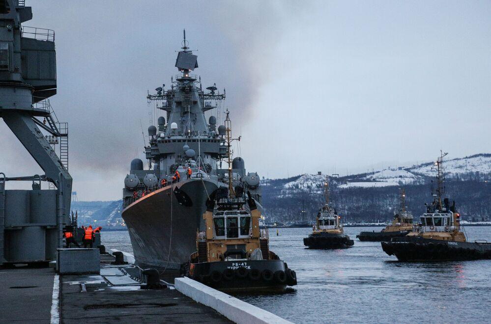 """Krążownik """"Marszałek Ustinow"""""""