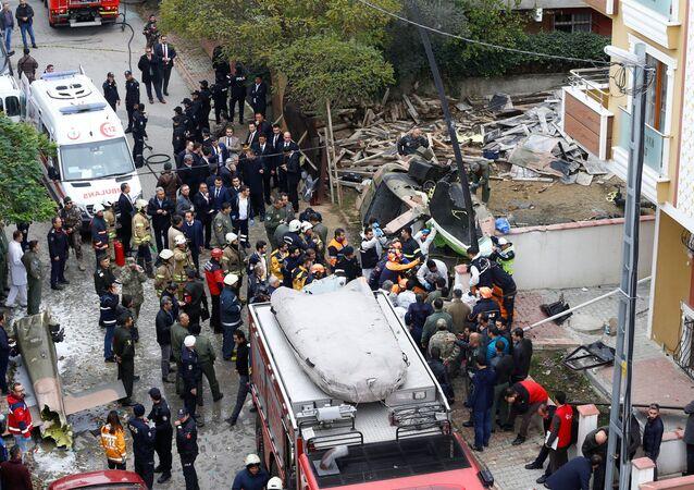 Miejsce katastrofy śmigłowcowa wojskowego w Stambule, Turcja