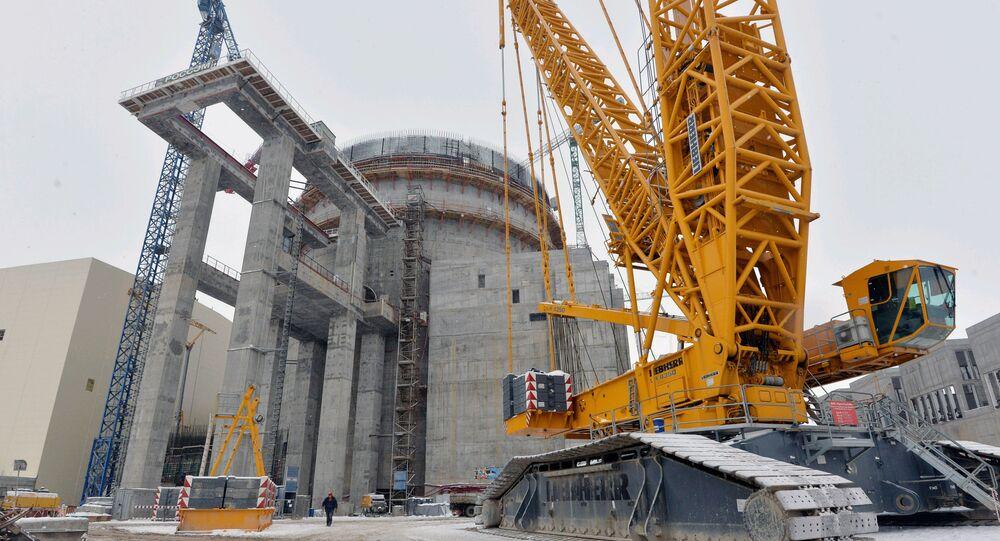 Elektrownia jądrowa typu AES-2006 na Białorusi w trakcie budowy. Zdjęcie archiwalne