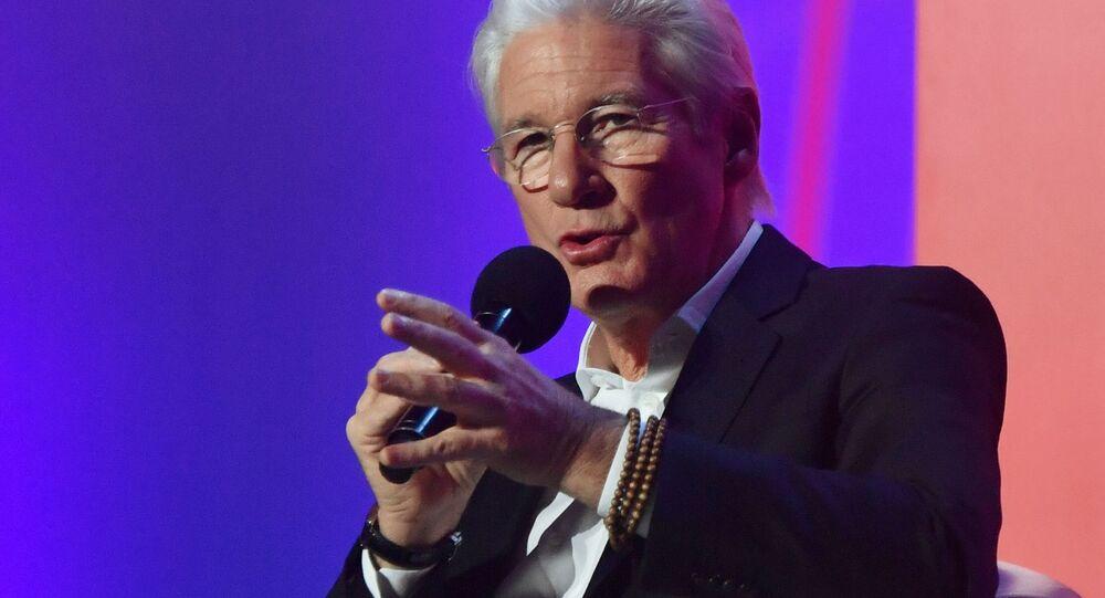 Aktor Richard Geere występuje na forum Synergy Global Forum w hali widowiskowo-sportowej Olimpijski w Moskwie