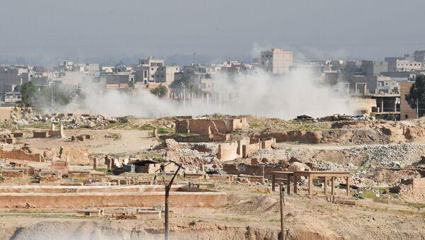 Dym nad Dajr az-Zaur. Zdjęcie archiwalne - Sputnik Polska