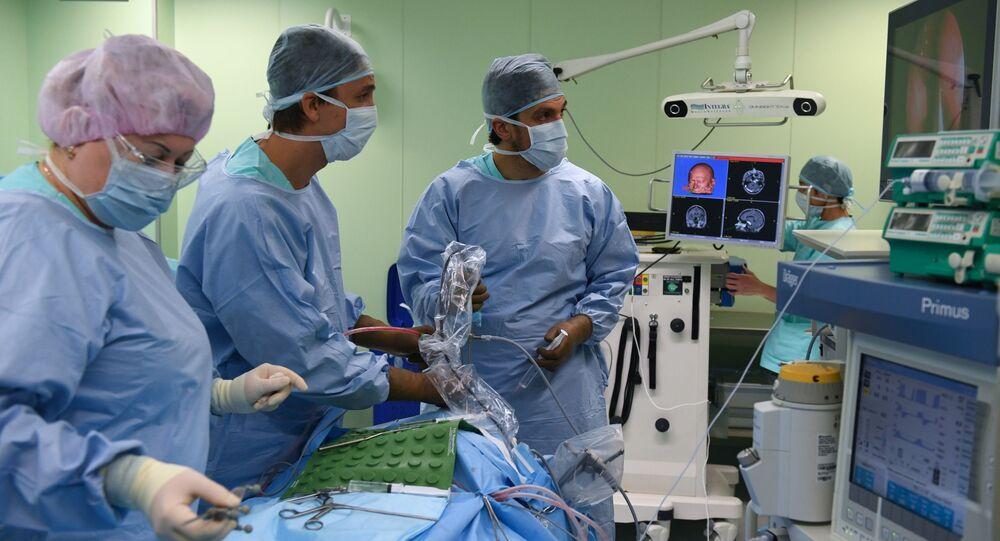 Małoinwazyjna operacja neurochirurgiczna w Narodowym Centrum Badań Medycznych im. E.Mieszałkina w Nowosybirsku
