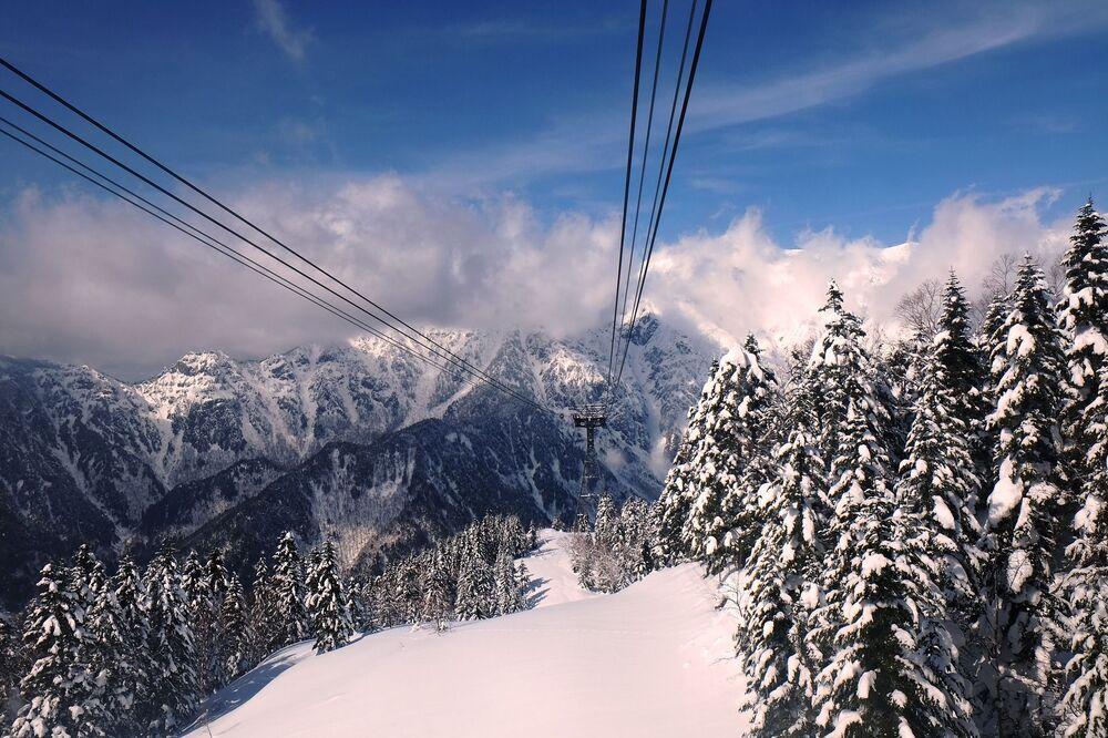 Widok na Alpy Japońskie z kolejki linowej