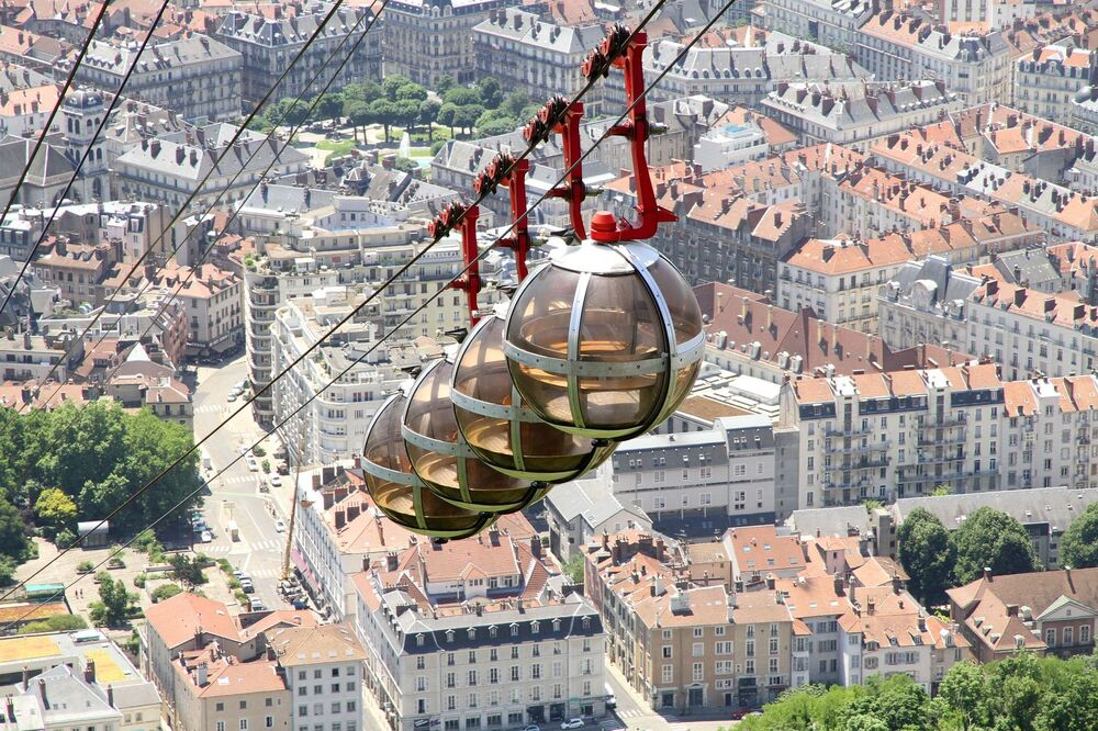 Widok na miasto Grenoble we Francji