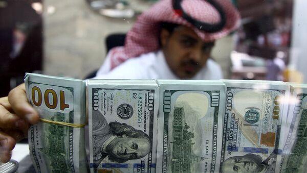 Saudyjczyk z pieniędzmi - Sputnik Polska
