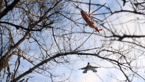 Śmigłowiec Mi-26 przewozi na podwieszeniu zewnętrznym  Su-27 - Sputnik Polska