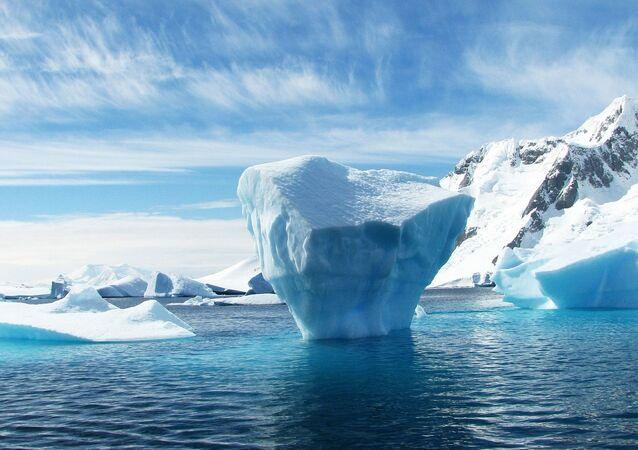 Topienie lodów na Antarktydzie