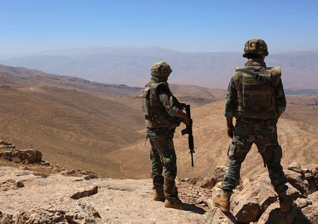 Żołnierze libańskiej armii na granicy z Syrią