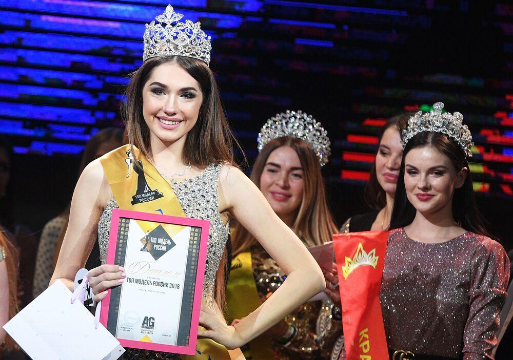 Alina Rudakova, nagrodzona w kategorii Top Model Rosji 2018
