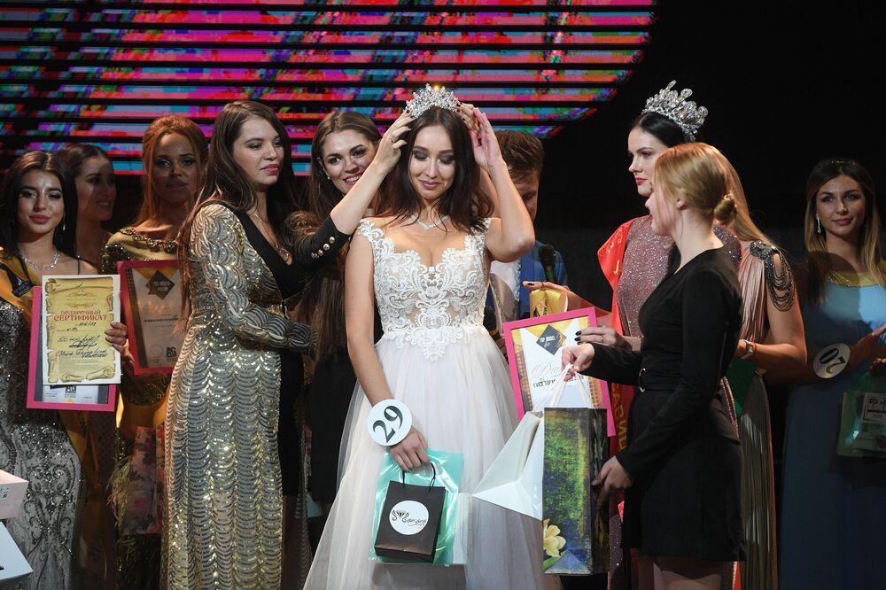 Sofia Albajewa, nagrodzona w kategorii Pierwsza wicemiss podczas konkursu piękności Top Model Rosji 2018 i Top Model PLUS 2018