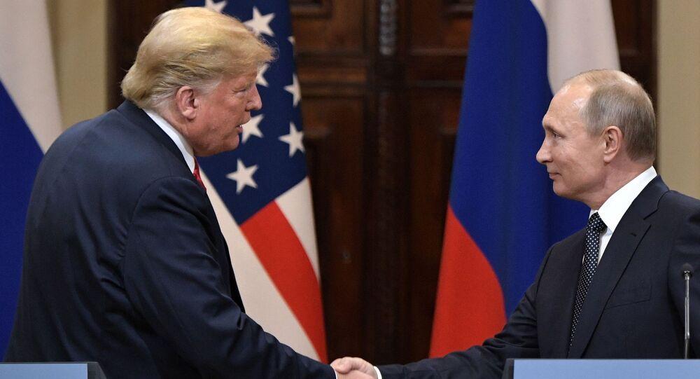 Prezydent Rosji Władimir Putin i prezydent USA Donald Trump na wspólnej konferencji prasowej