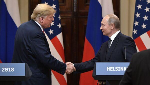 Prezydent Rosji Władimir Putin i prezydent USA Donald Trump na wspólnej konferencji prasowej - Sputnik Polska