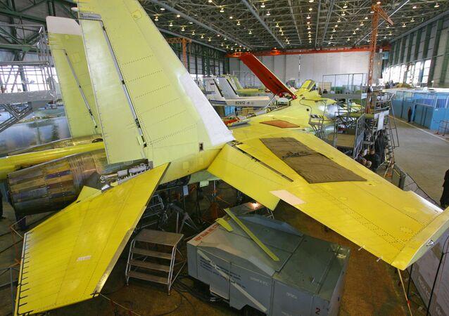 Montaż samolotu Su-35