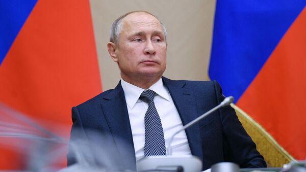 Prezydent Rosji Władimir Putin na spotkaniu z członkami rządu Federacji Rosyjskiej - Sputnik Polska