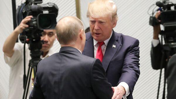Władimir Putin i Donald Trump na szczycie APEC - Sputnik Polska