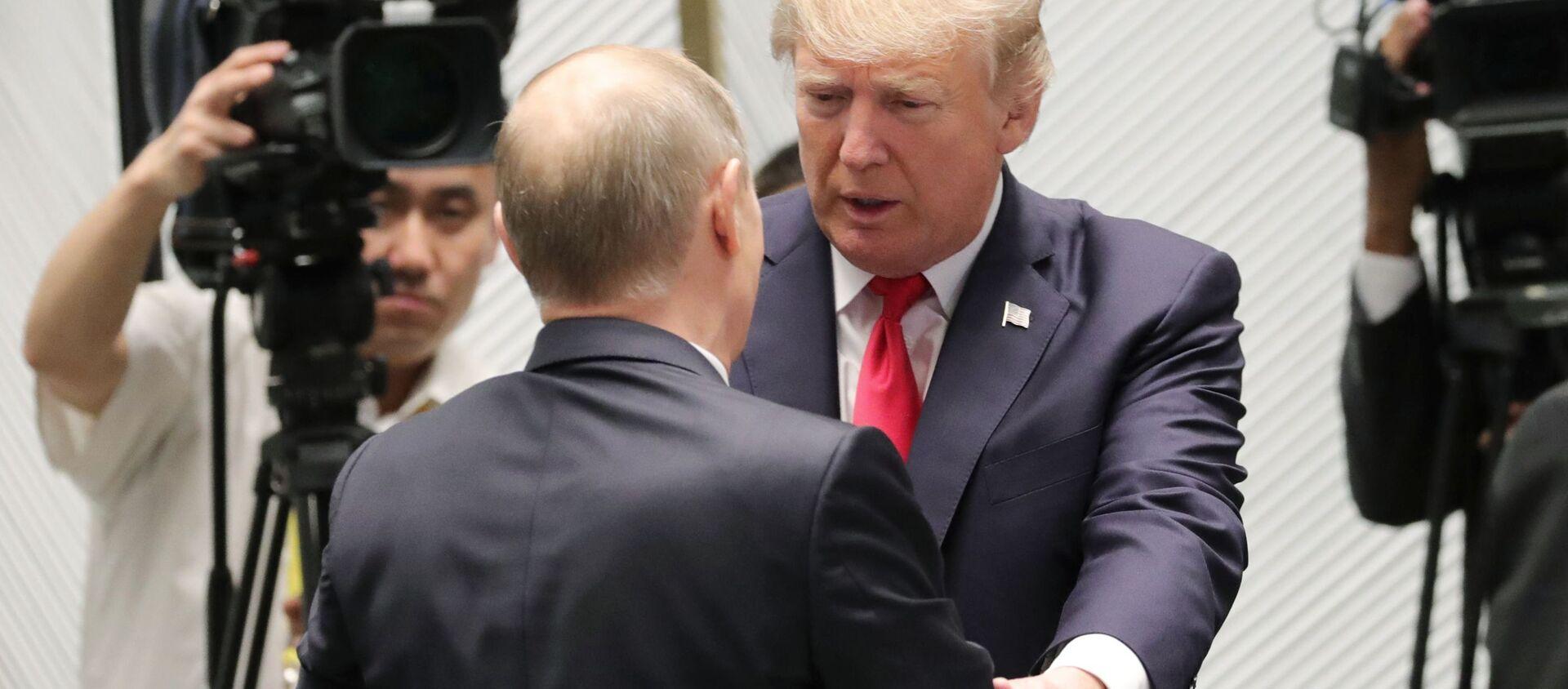 Władimir Putin i Donald Trump na szczycie APEC - Sputnik Polska, 1920, 20.04.2021