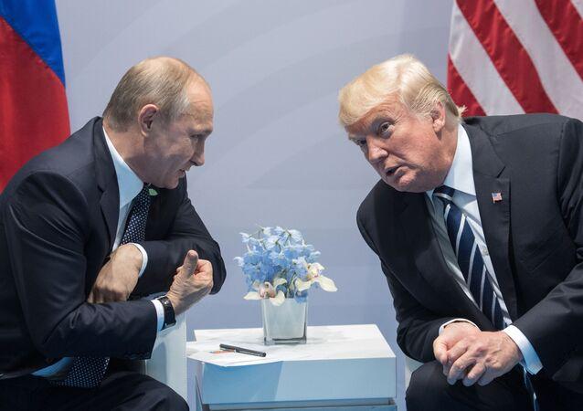 Władimir Putin i Donald Trump podczas szczytu G20 w Hamburgu