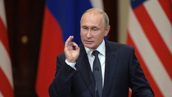 Władimir Putin na wspólnej konferencji prasowej z Donaldem Trumpiem po spotkaniu w Helsinkach - Sputnik Polska