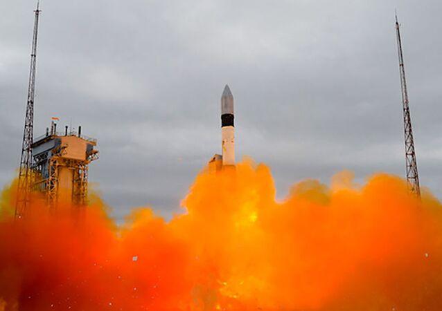 """Wystrzał rakiety nośnej """"Rokot"""" z kosmodromu Plesieck"""