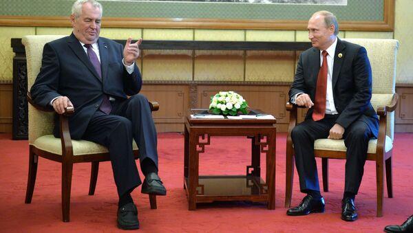 Prezydent Czech Milosz Zeman i prezydent FR Włądimir Putin podczas spotkania w Pekinie - Sputnik Polska