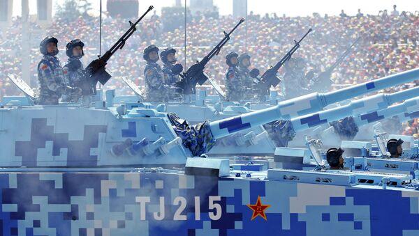 Żołnierze marrynarki wojemej Chin na wozach bojowych w ciągu defilady z okazji 70. rocznicy zwycięstwa w II wojnie światowej w Pekinie - Sputnik Polska