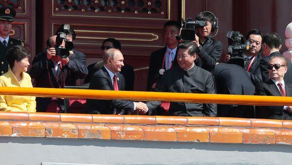 Prezydent Rosji Władimir Putin i Przewodniczący Chińskiej Republiki Ludowej Xi Jinping przed rozpoczęciem defilady z okazji 70. rocznicy zwycięstwa w II wojnie światowej w Pekinie - Sputnik Polska