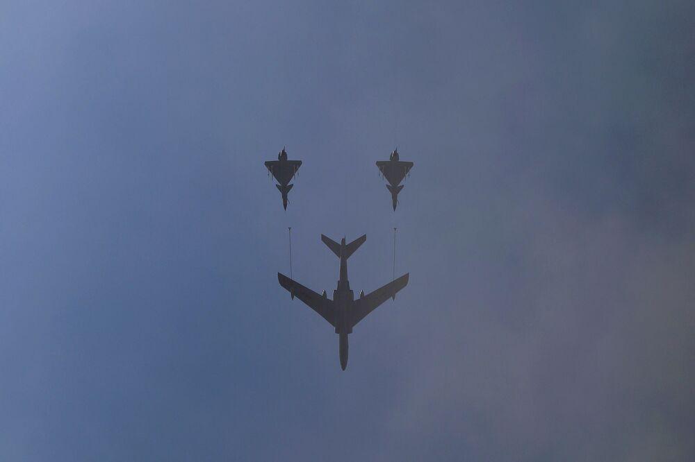 Samoloty wojskowe podczas defilady z okazji 70. rocznicy zwycięstwa w II wojnie światowej w Pekinie