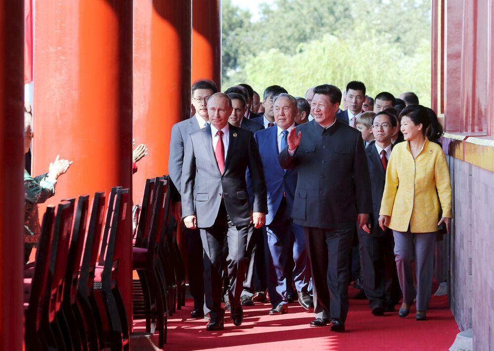Przywódcy krajów podczas defilady w Pekinie z okazji 70. rocznicy zwycięstwa w II wojnie światowej