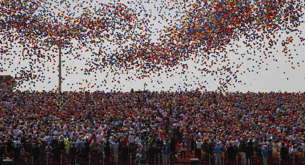 Wypuszczanie kułek podczas defilady w Pekinie z okazji 70. rocznicy zwycięstwa w II wojnie światowej
