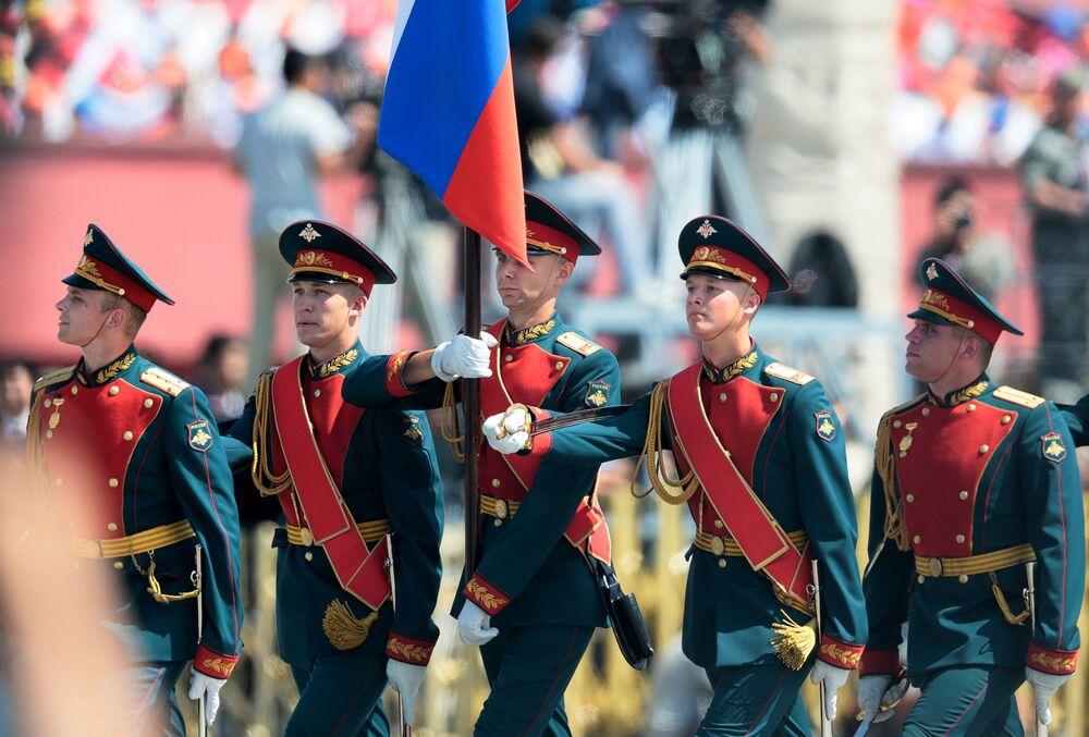 Żołnierze rosyjscy 154-go niezależnego pułka Preobrażeńskiego podczas defilady w Pekinie z okazji 70. rocznicy zwycięstwa w II wojnie światowej