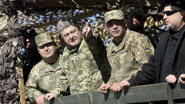 Minister obrony Ukrainy Stepan Połtorak, prezydent Ukrainy Petro Poroszenko i dowódca marynarki wojennej Igor Woronczenko - Sputnik Polska