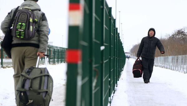 Przejście graniczne Niechotiejewka na granicy rosyjsko-ukraińskiej - Sputnik Polska