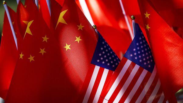 Flagi USA i Chin. - Sputnik Polska