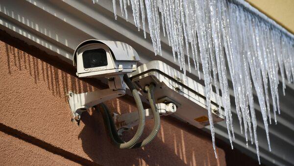 Kamera monitoringu na ścianie budynku w Moskwie - Sputnik Polska