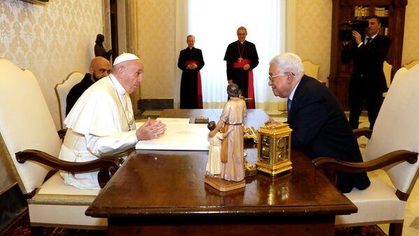 Papież Franciszek i przywódca Autonomii Palestyńskiej Mahmud Abbas podczas wizyty w Watykanie - Sputnik Polska