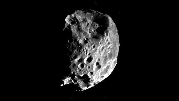 """Febe, satelita Saturna z """"pozasłoneczną"""" wodą - Sputnik Polska"""