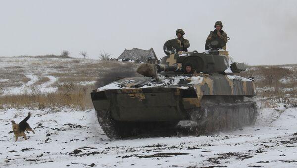Sprzęt pancerny Sił Zbrojnych Ukrainy na wschodzie Ukrainy. Zdjęcie archiwalne - Sputnik Polska