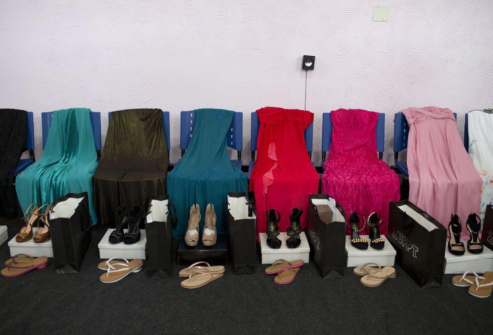 Ubrania przygotowane dla uczestniczek więziennego konkursu piękności Miss Talavera Bruce