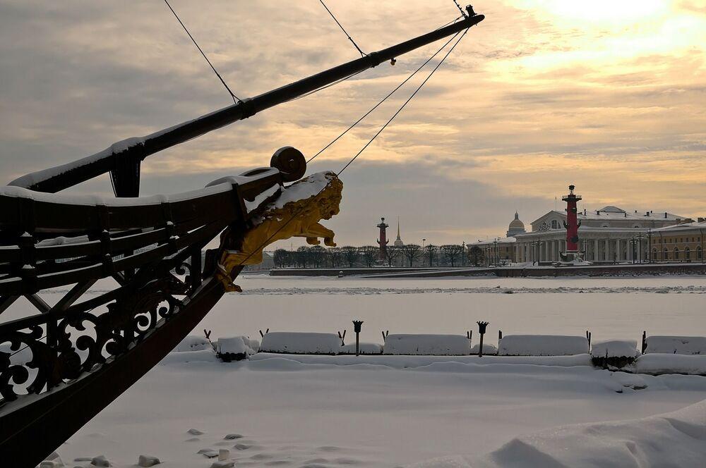 Nad brzegiem rzeki Newa w Petersburgu