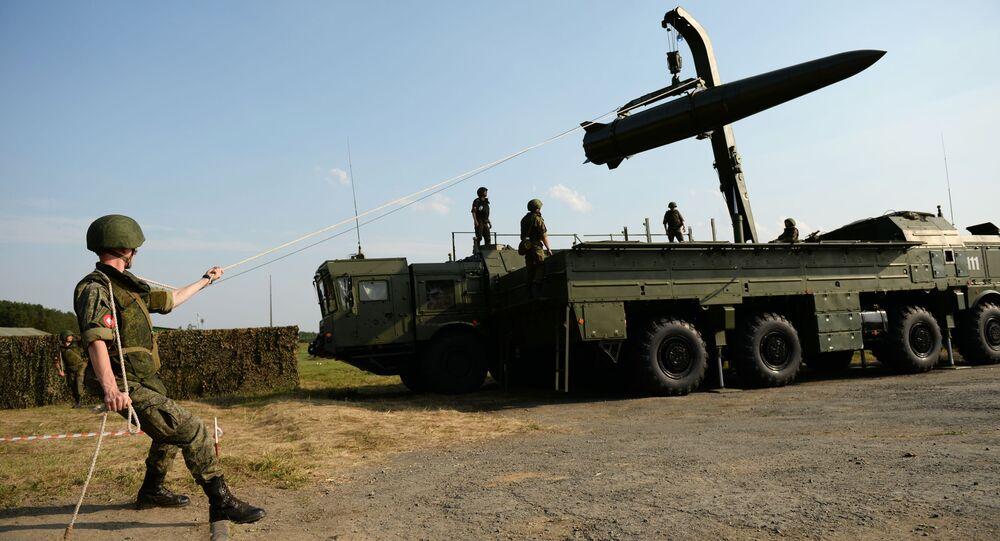 Przygotowywanie systemu rakietowego Iskander-M