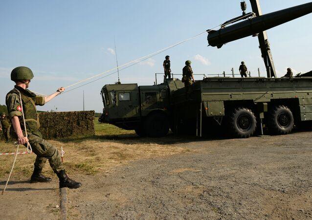 """Przygotowywanie systemu rakietowego """"Iskander-M"""""""
