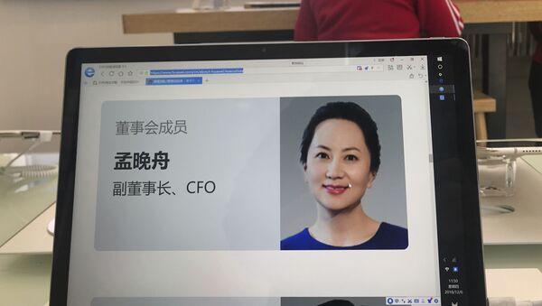 Zdjęcie dyrektor finansowej Huawei Technologies Meng Wanzbou na ekranie komputera - Sputnik Polska