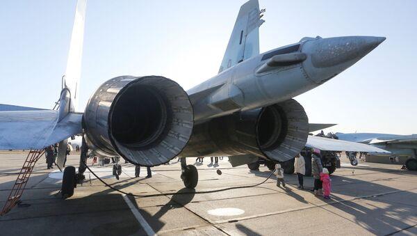 Myśliwiec Su-35S na lotnisku we Władywostoku  - Sputnik Polska
