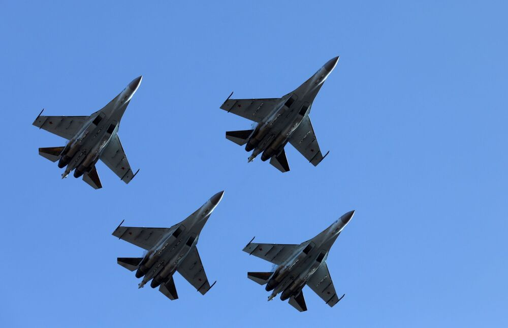 Pokaz myśliwców Su-35S we Władywostoku