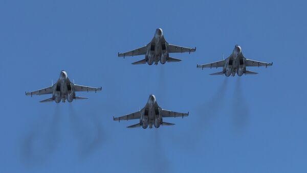 Pokaz myśliwców Su-35S we Władywostoku - Sputnik Polska