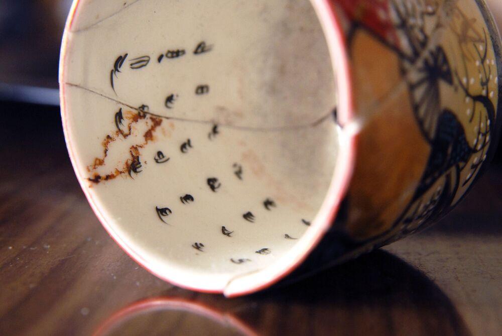 Zabytkowe japońskie przedmioty codziennego użytku, które zostały znalezione na wyspie Kunaszyr