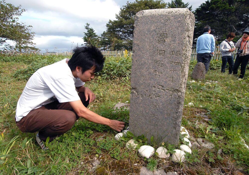 Stary cmentarz japoński na wyspie Kunaszyr