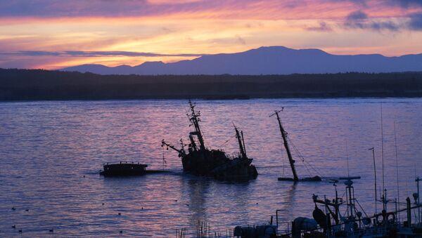 Zachód słońca na wyspie Kunaszyr - Sputnik Polska