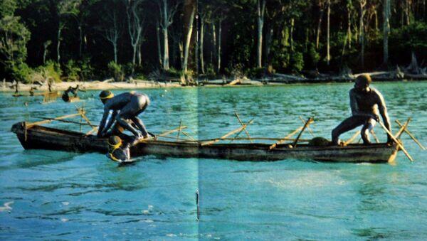 Rybacy z plemienia żyjącego na Wyspach Andamańskich Zatoki Bengalskiej - Sputnik Polska