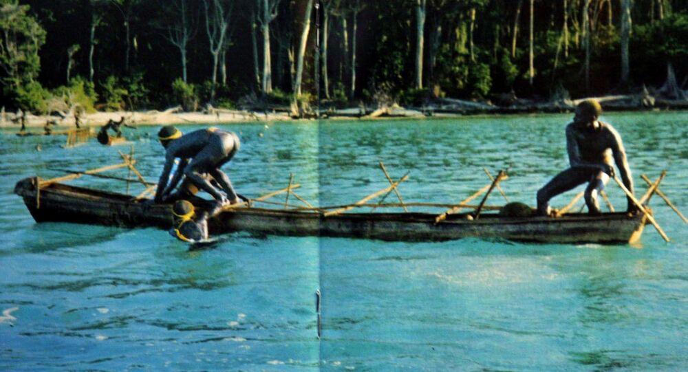 Rybacy z plemienia żyjącego na Wyspach Andamańskich Zatoki Bengalskiej